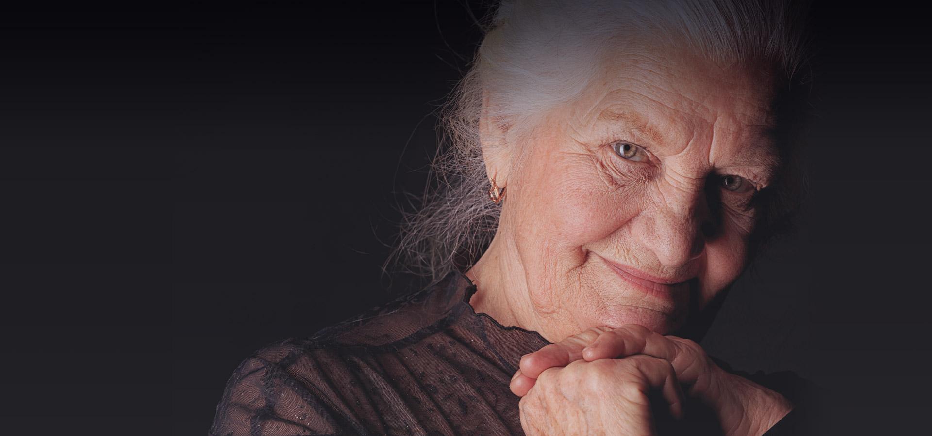 slider_elderlyWoman